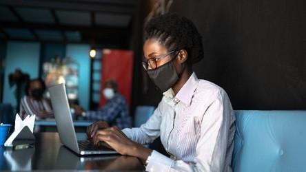 Mulheres lideram a busca por emprego em março de 2021 (Foto: iStock)
