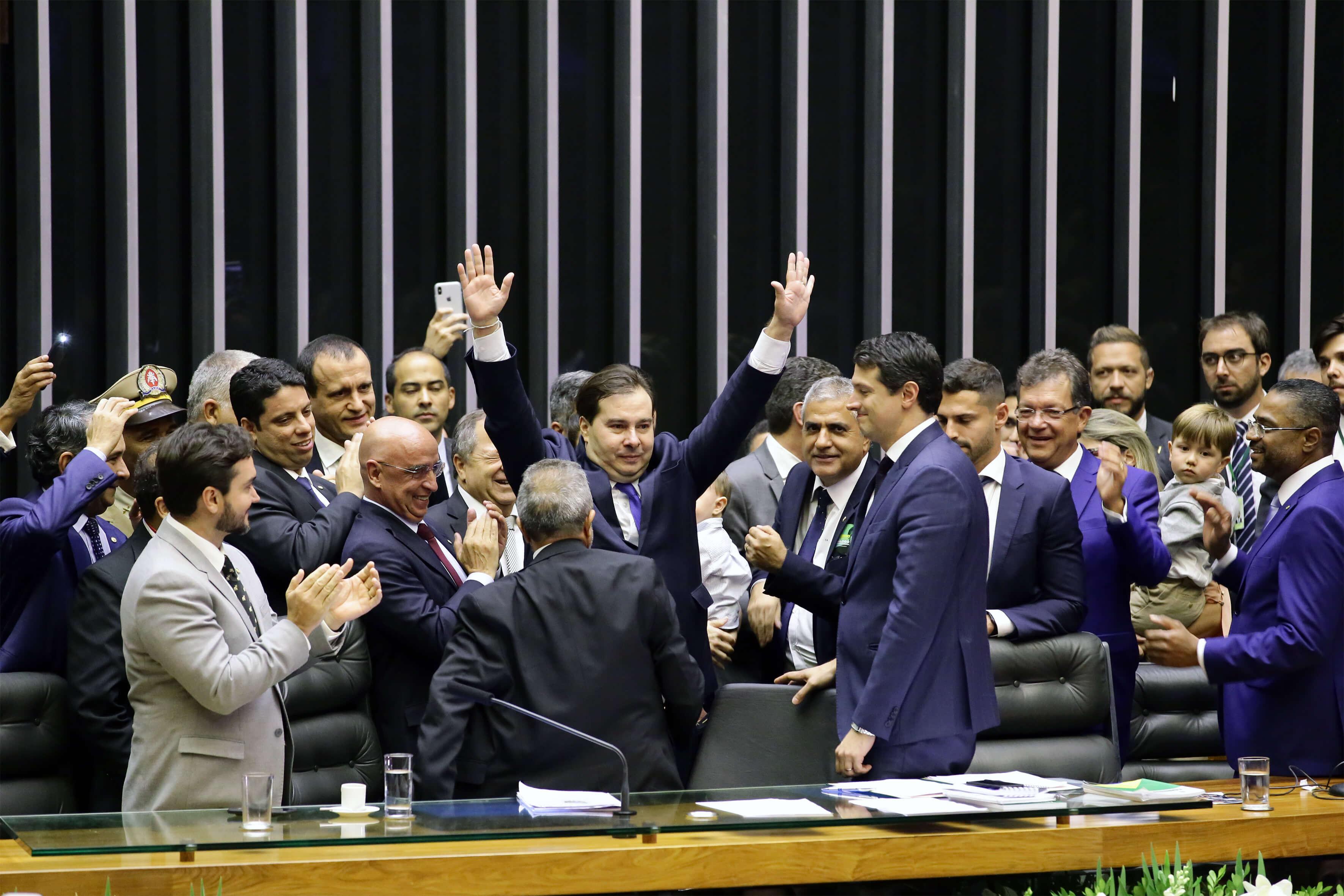 Para Rodrigo Maia, concurso da Câmara só com o fim da estabilidade