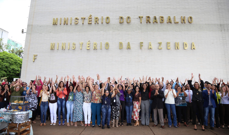 Servidores protestam e pedem permanência do Ministério do Trabalho (Foto: Divulgação)