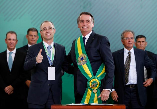 Bolsonaro nomeia André Mendonça, da AGU, como ministro da Justiça ...