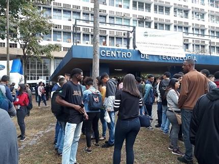 Candidatos realizam provas da ESA no campus da UFRJ (Foto: Mateus Carvalho)