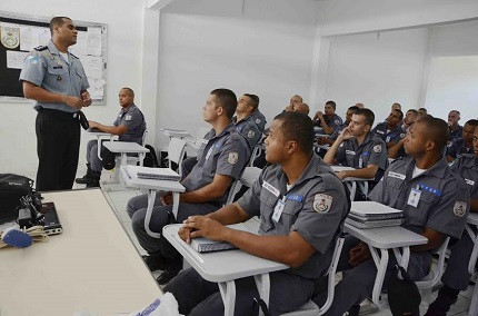 Curso de Formação tem aulas práticas e teóricas para os novos policiais militares (Foto: PMERJ)