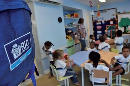 Prefeitura do Rio abre 1.652 vagas para agente de educação infantil