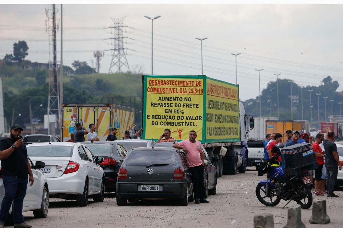 Caminheiros protestam contra os altos preços do combustível (Fernando Frazão/Agência Brasil)