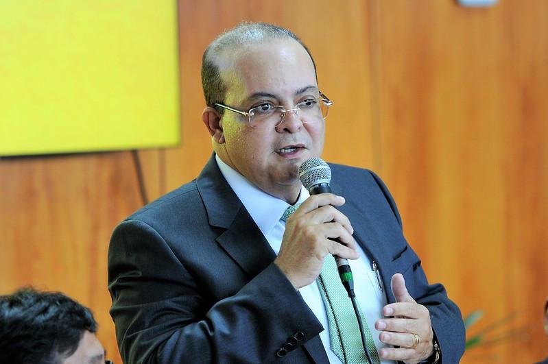 Ibaneis Rocha suspende contratações por concursos no DF (Foto: Agência Brasília)