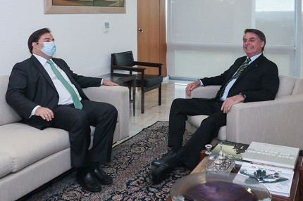 Presidente da Câmara dos Deputados, Rodrigo Maia, conversa com presidente Jair Bolsonaro