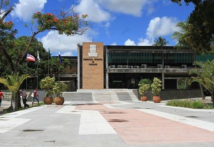 Prefeitura de Camaçari-BA abre 121 vagas temporárias em vários níveis