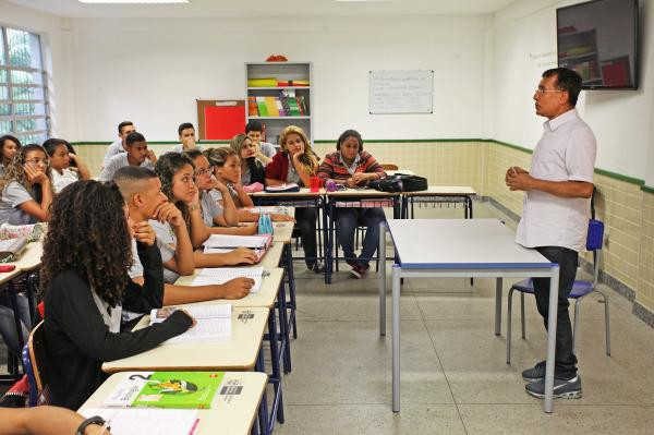 Novo concurso Seeduc RJ terá 4 mil vagas para professores