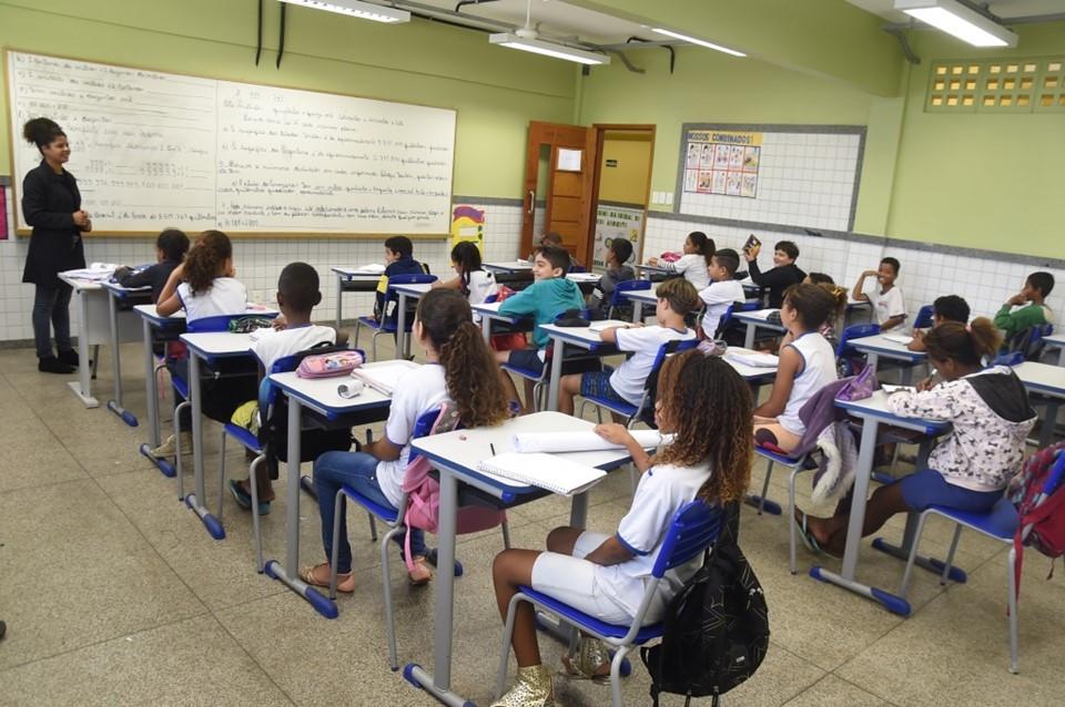 Saem editais para Educação-RR com 730 vagas. Até R$3,7 mil!