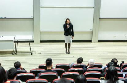 Curso para concurso podem ajudar com um direcionamento para candidatos (Imagem: Pexels)