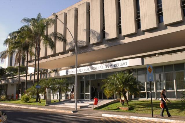 Foto da fachada da sede do TRF1