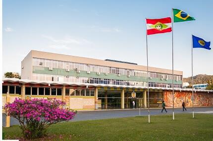 Concurso UFSC divulga edital para professor. Salário até R$10 mil