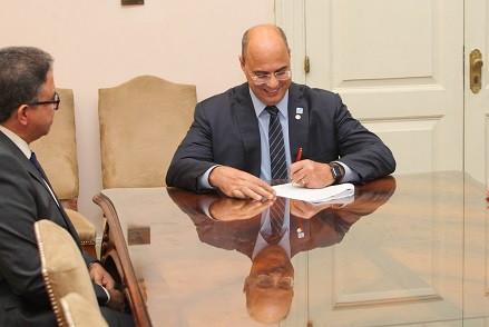 Witzel bloqueia 9 mil cargos vagos da administração do Estado