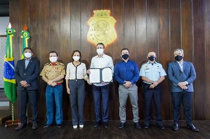Governador Camilo Santana sanciona leis que autorizam a realização dos concursos da área da segurança pública do Estado do Ceará (PM, Polícia Civil e Pefoce)