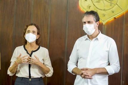 Vice-governadora Izolda Cela ao lado do governador Camilo Santana