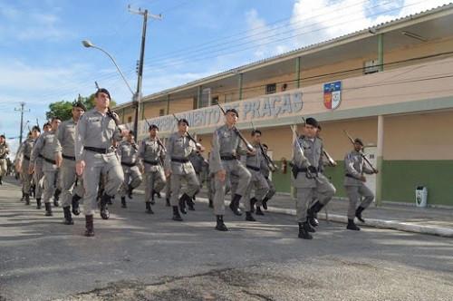 Policiais militares de alagoas marchando