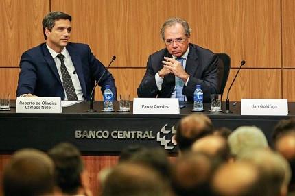Presidente do Banco Central, Roberto Campos Neto, ao lado do ministro da Economia, Paulo Guedes